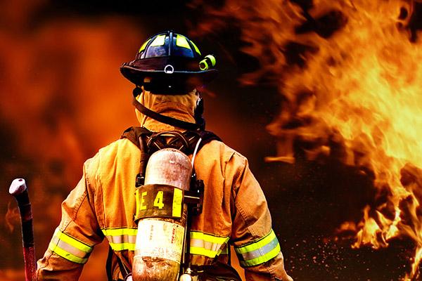 96,6 % der Befragten in Deutschland vertrauen den Feuerwehrleuten.