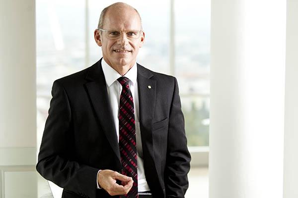 Vorstandsdirektor Dr.Ralph Müller