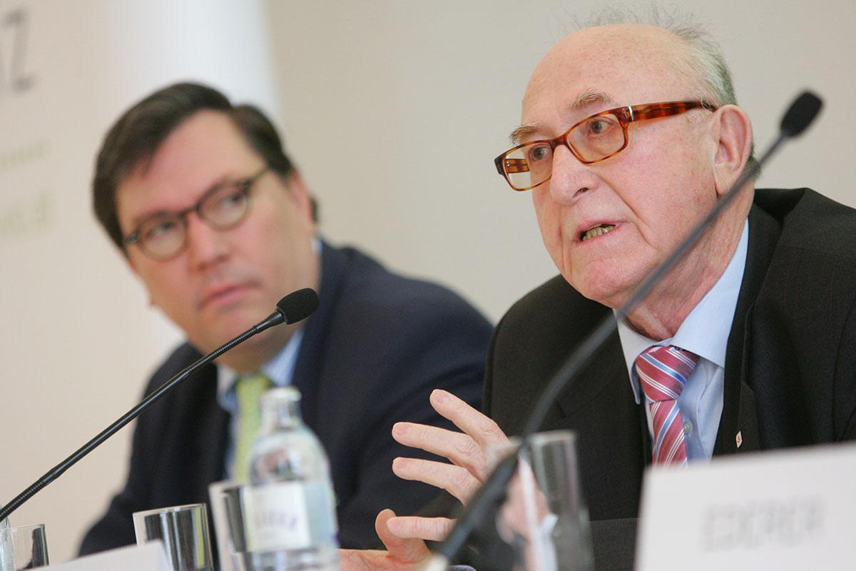 Dr. Günter Geyer VVO Präsident und Dr. Louis Norman Audenhove Generalsektretär
